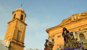 Medinaceli saliendo de la Iglesia Mayor. Chiclana. María Benitez